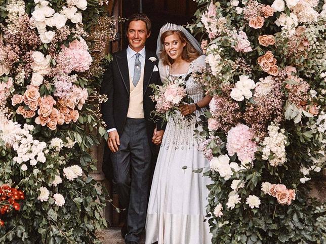 Beatriz de York, Felipe de Grecia y Carlota Casiraghi: las tres bodas royal que han marcado tendencia en la pandemia por la decoración, los vestidos y por supuesto, los invitados