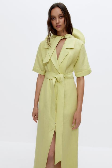 El vestido camisero más primaveral y fresco de la temporada está en Uterqüe y es ideal para ponértelo con tus cuñas favoritas