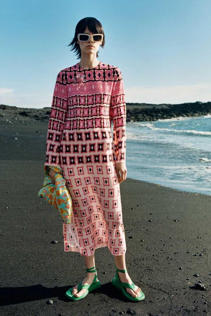 El vestido midi de Zara estampado que llevar de los 20 a los 60