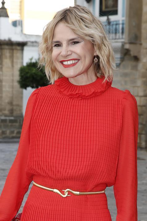 Este corte de pelo bob con capas y flequillo de Eugenia Martínez de Irujo rejuvenece a los 50 y tenemos las claves para copiarlo