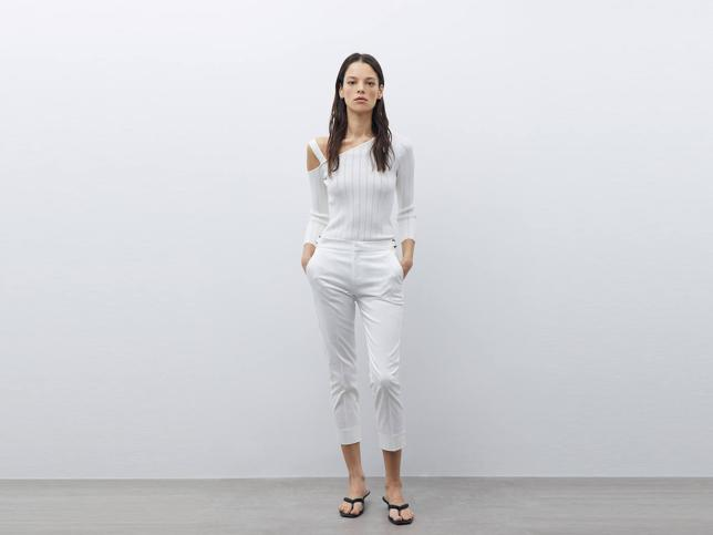 Estos pantalones capri de Sfera disponibles en siete colores lo tienen todo: rejuvenecen, hacen tipazo y cuestan menos de dieciocho euros