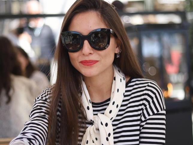Jersey de rayas y falda de cuadros, el look de Zara muy favorecedor que confirma que mezclar estampados sienta así de bien