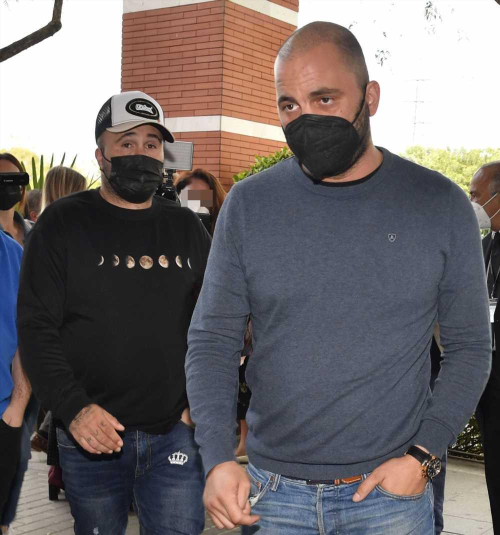 Kiko Rivera arropa a Antonio Tejado tras la muerte de su padre