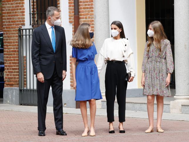 La Reina Letizia no acierta con su look y cede todo el protagonismo a la Princesa Leonor en su confirmación (aunque nuestra favorita vuelve a ser la Infanta Sofía)