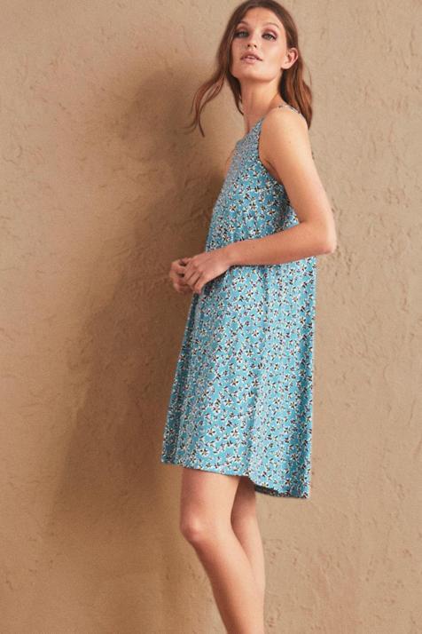 Lefties vuelve a sorprendernos con este vestido corto, colorido y fresquito, disponible en cuatro colores y por menos de 7 euros