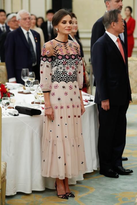 Los vestidos favoritos de las royals que ahora puedes comprar en Amazon (y copiar así más baratos los mejores looks de la Reina Letizia y Kate Middleton)