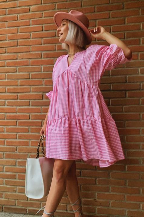 No te puedes perder la colección con estampado vichy que solo puedes comprar online y viene con tres vestidos que son pura primavera