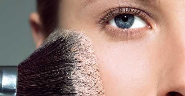Para qué sirve cada brocha de maquillaje y cómo usarlas: la mejor para los polvos de sol, el colorete, el contouring…