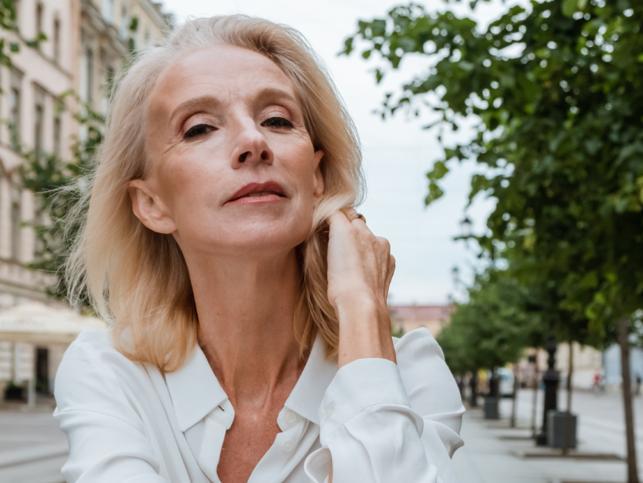 Redefine tu rutina facial con estas cremas y sérums para cuidar tu piel con la llegada de la menopausia