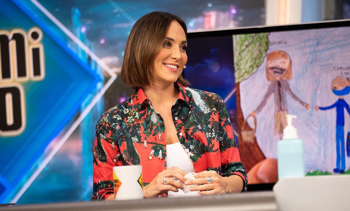 Tamara Falcó: con blusa de estampado de pavos de Ailanto
