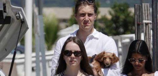 Alexandra de Hannover vuelve con su novio a su lugar favorito de vacaciones, Saint Tropez, en el yate de su madre