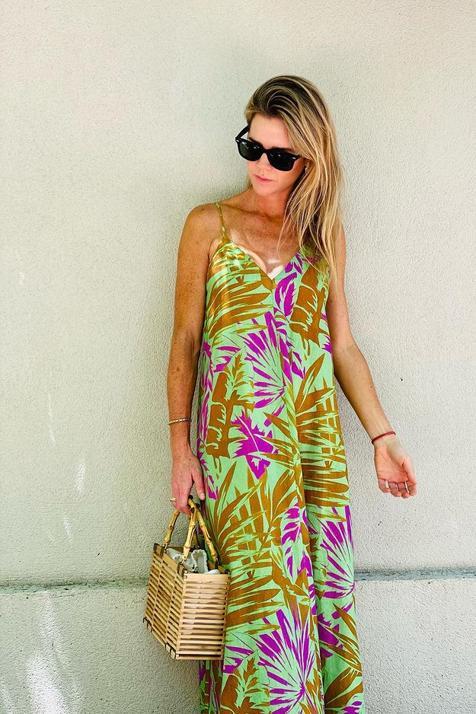 Amelia Bono ya tiene el vestido de verano más bonito de la nueva colección de Zara: de lino, largo, con un estampado súper favorecedor y baratísimo