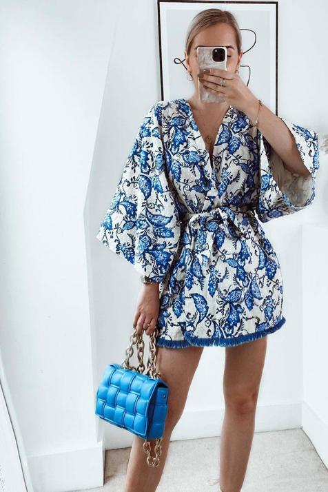 Con este kimono estampado de Zara conseguirás un look con el que arrasar este verano porque es el más bonito y versátil de la temporada