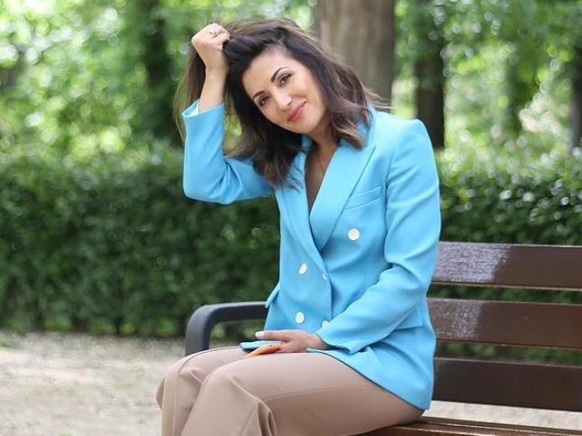 De Marta Hazas a Nagore Robles: La blazer azul de Zara perfecta para verano que triunfa entre las famosas e influencers de más de 50