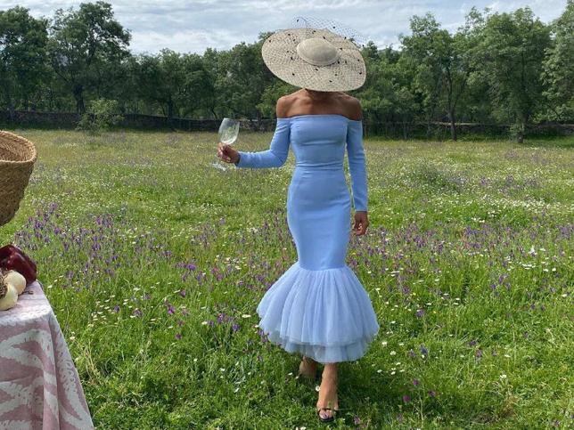 Dos vestidos de Mango Outlet rebajadísimos que hacen tipazo y con los que conseguirás un look de invitada muy rejuvenecedor