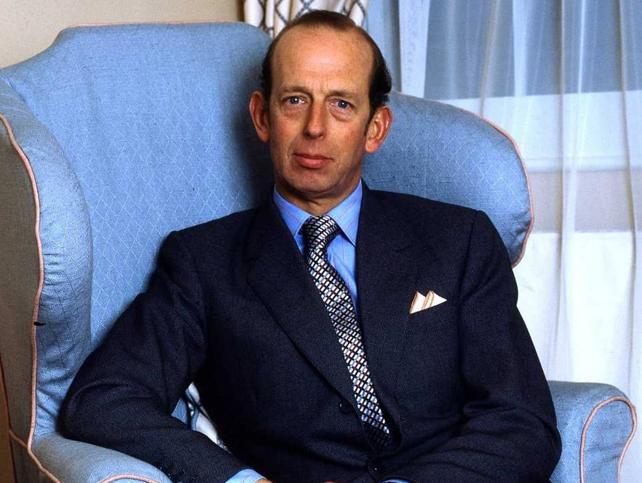 Eduardo duque de Kent, el hombre al que la reina Isabel II le ha pedido compañía (y en cuya boda ligaron el rey Juan Carlos I y la reina Sofía)