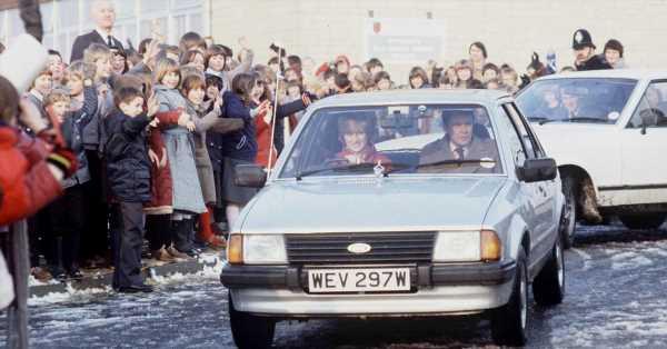 El coche que Carlos le regaló a Diana antes de casarse (y la rana 'de cuento de hadas' que llevaba en el capó), a subasta