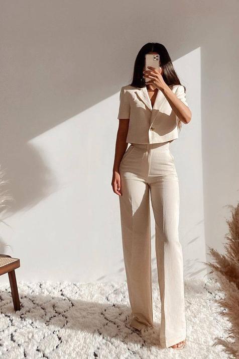 Esta blazer corta de Zara es uno de los grandes éxitos de la temporada y hemos encontrado dos formas de combinarla para crear diferentes looks