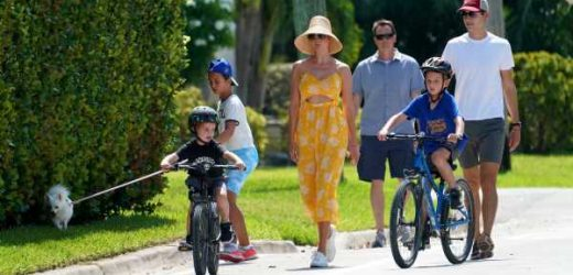 Ivanka Trump tiene el 'look' playero perfecto: vestido 'cut out', sombrero de rafia y zapatillas
