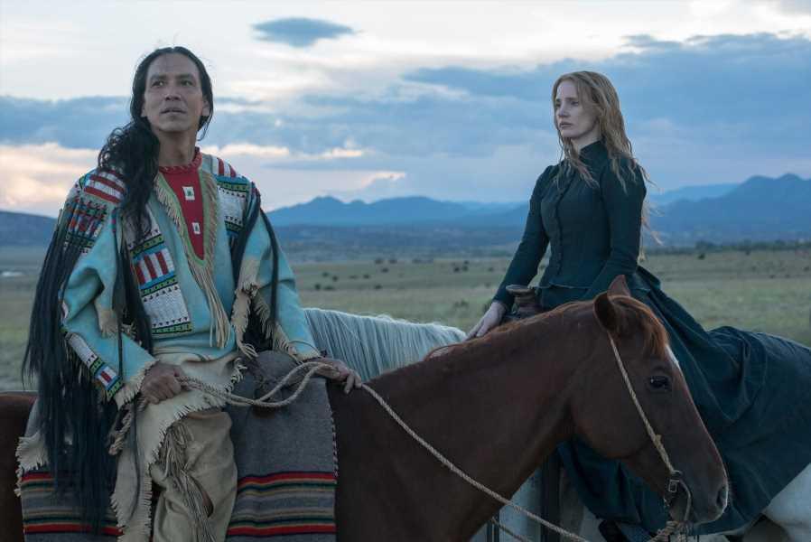 Jessica Chastain ayuda a los Sioux en 'La mujer que camina delante'