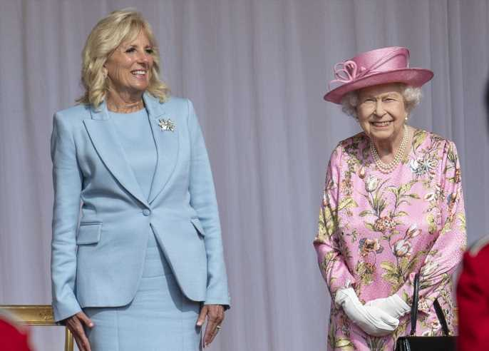 Jill Biden apuesta por el azul bebé en su encuentro con Isabel II