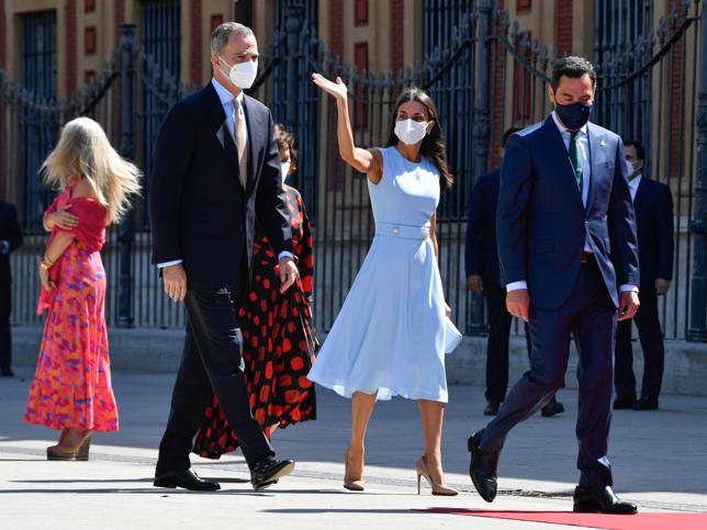 La Reina Letizia ha llevado en Sevilla el vestido de verano made in Spain más favorecedor para presumir de tipazo y marcar cintura