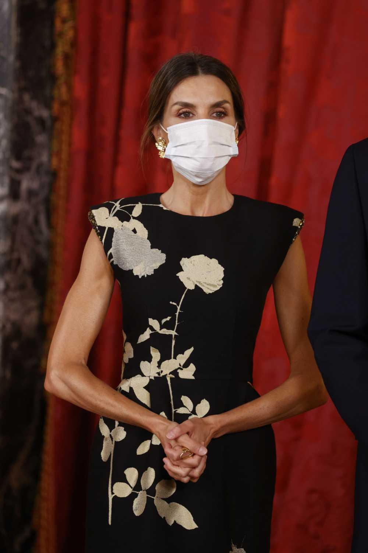 La Reina Letizia opta por este outfit de estilo oriental para la cena de gala