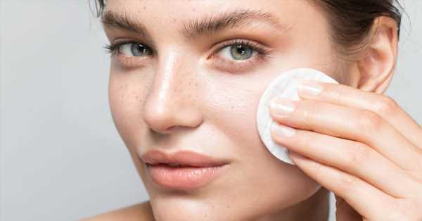Los 5 mejores limpiadores bifásicos que eliminan el maquillaje sin frotar (y cómo utilizarlos bien)