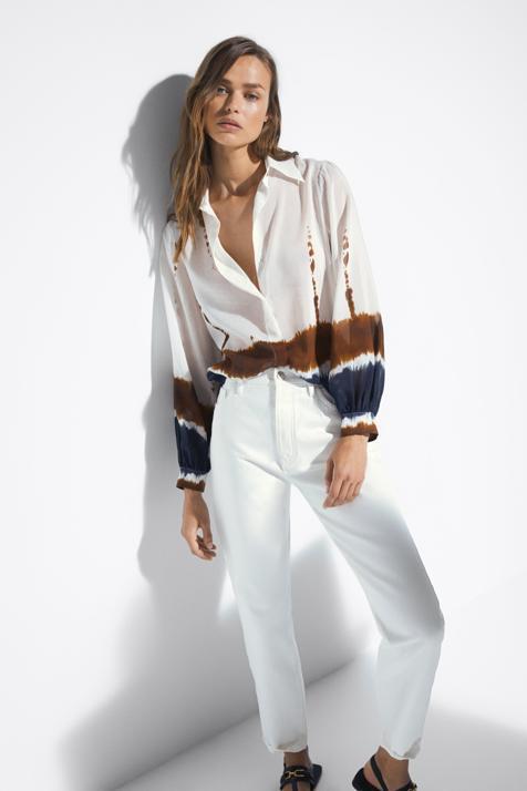 Massimo Dutti va a hacer que te rindas al tie dye con una camisa y una falda de seda que vas a combinar con todo