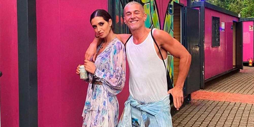 Sara Carbonero con vestido corto boho y botas 'cowboy'
