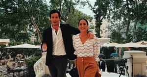 Tamara Falcó tiene la camisa de Uterqüe perfecta para el verano (y la ha combinado con un bolso de Loewe)