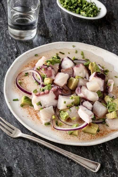 Una receta de pescado ideal para el verano: ceviche de corvina y pulpo