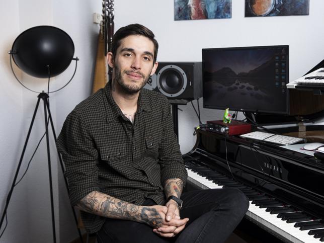 Víctor Elías el primo de la reina Letizia que quiere que vuelvan Los Serrano y se gana la vida como músico y teclista de Taburete