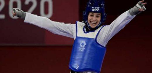 Adriana Cerezo, la 'niña maravilla' que ha ganado la primera medalla olímpica para España: debutante de 17 años, quiere ser GEO y ha sacado un 13 en la EvAU