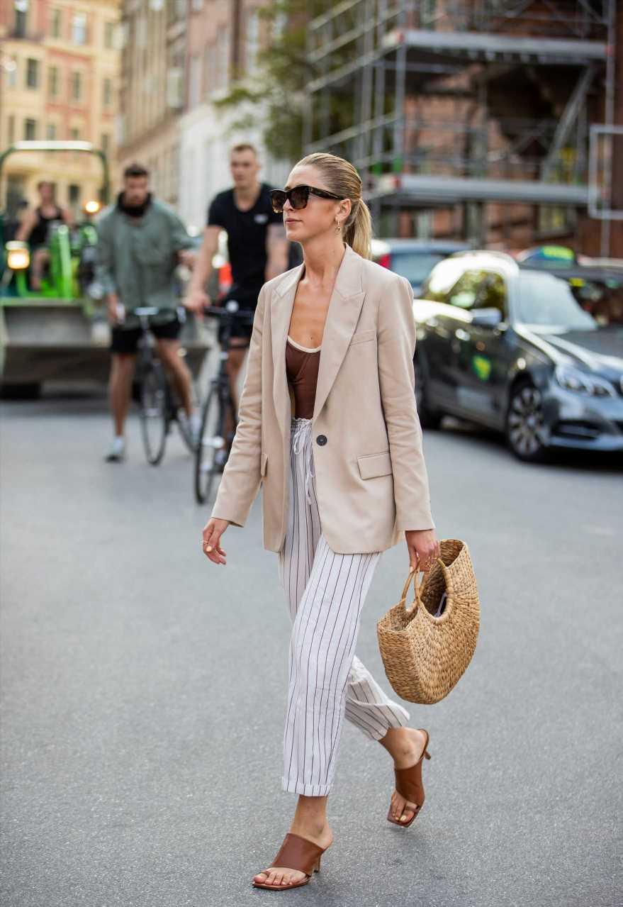 El bolso de rafia más tendencia del verano 2021 lo firma Prada