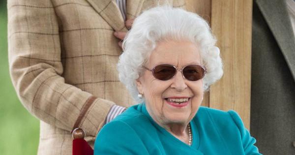 Isabel II, felicidad y sonrisas junto a Lady Penny (la amiga del duque de Edimburgo) en un evento hípico