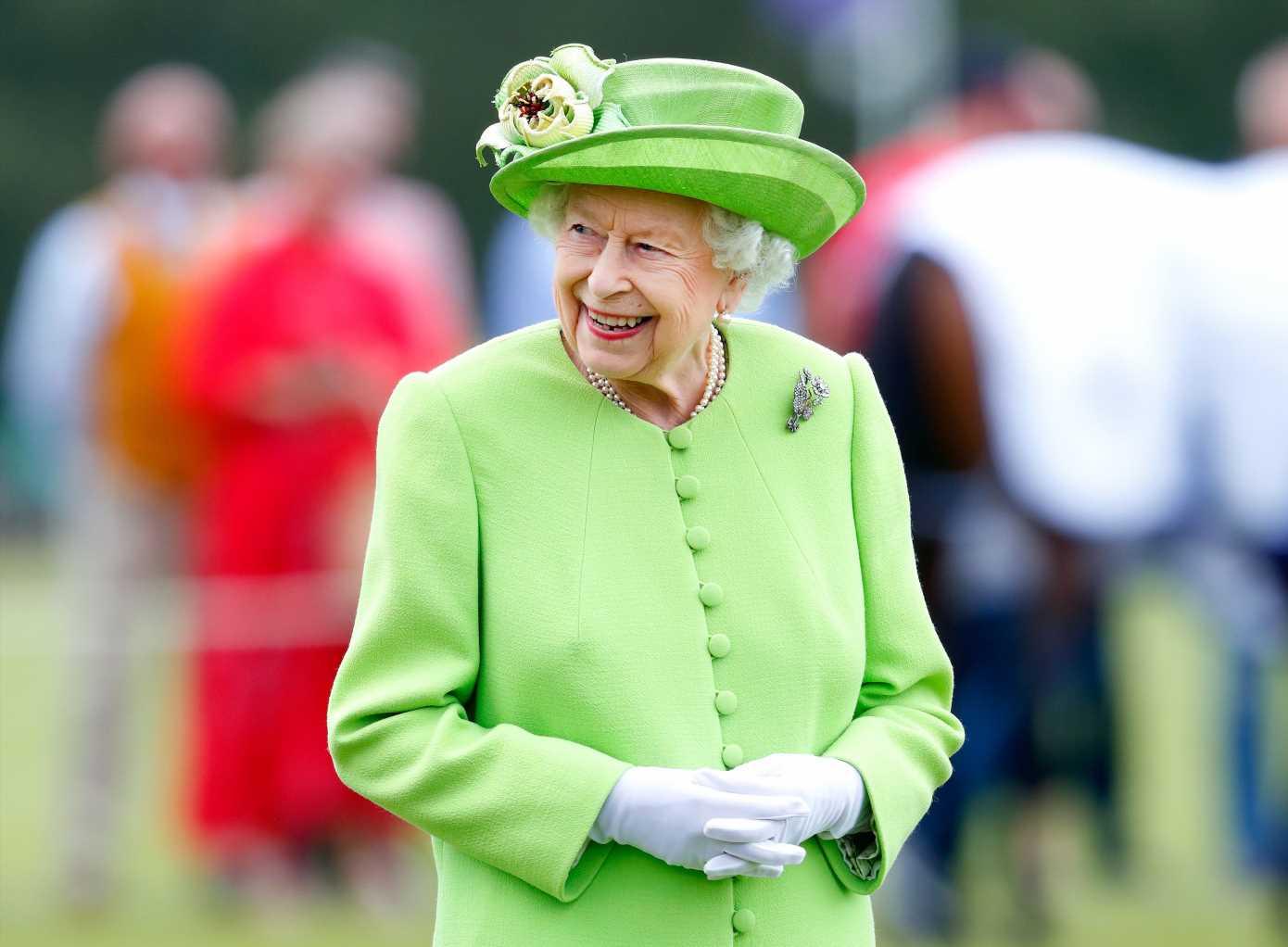 Isabel II y el broche que le conecta con Lady Di