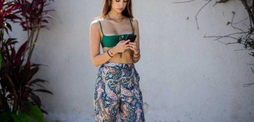 Los pantalones estampados de Zara virales entre las influencers