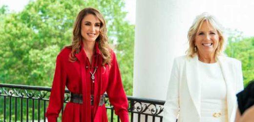Rania de Jordania abandona el estilo 'working' del que hacía gala con Melania y se viste de rojo para su primer encuentro con Jill Biden