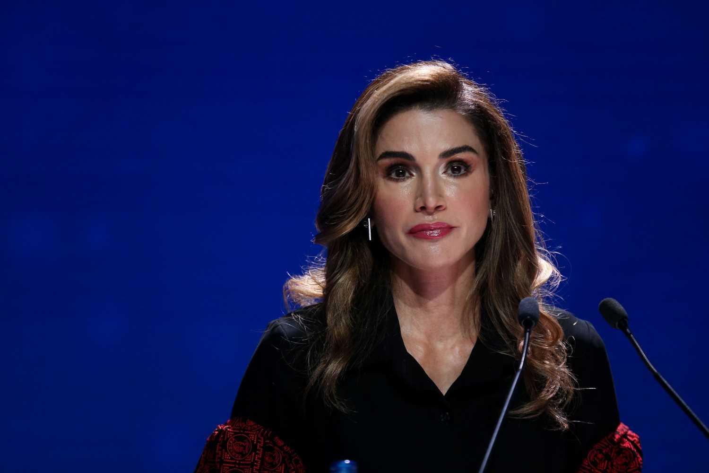Rania de Jordania sigue los pasos de Doña Letizia y elige el rojo