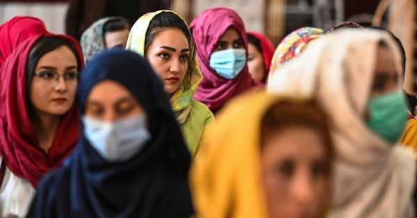 """""""¿Qué pasa con mis sueños?"""": de cómo Estados Unidos abandonó a las afganas a su suerte"""