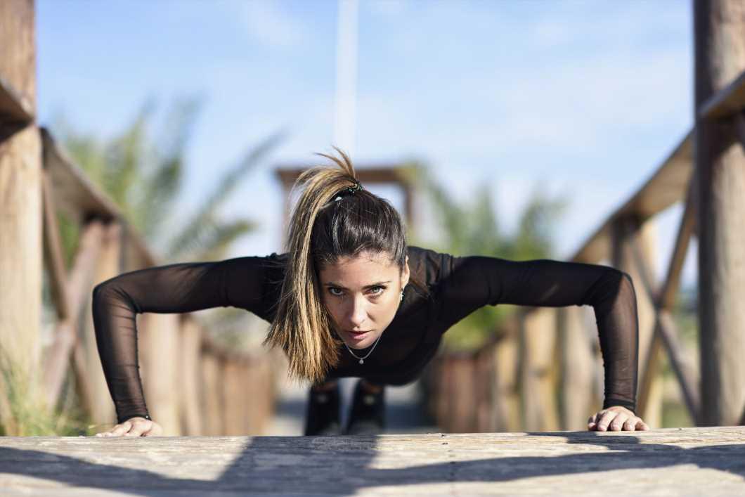 7 ejercicios para conseguir más masa muscular sin máquinas