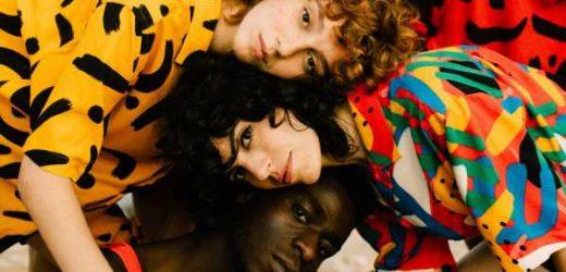 """Color, verano y positividad, así es la primera colección de moda de Coco Dávez: """"He cerrado el círculo rindiendo homenaje a esos sueños de adolescencia"""""""