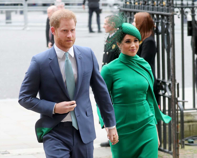 """El príncipe Harry y Meghan Markle, indignados por unas fotos """"íntimas"""" que se publicaron en 2020"""