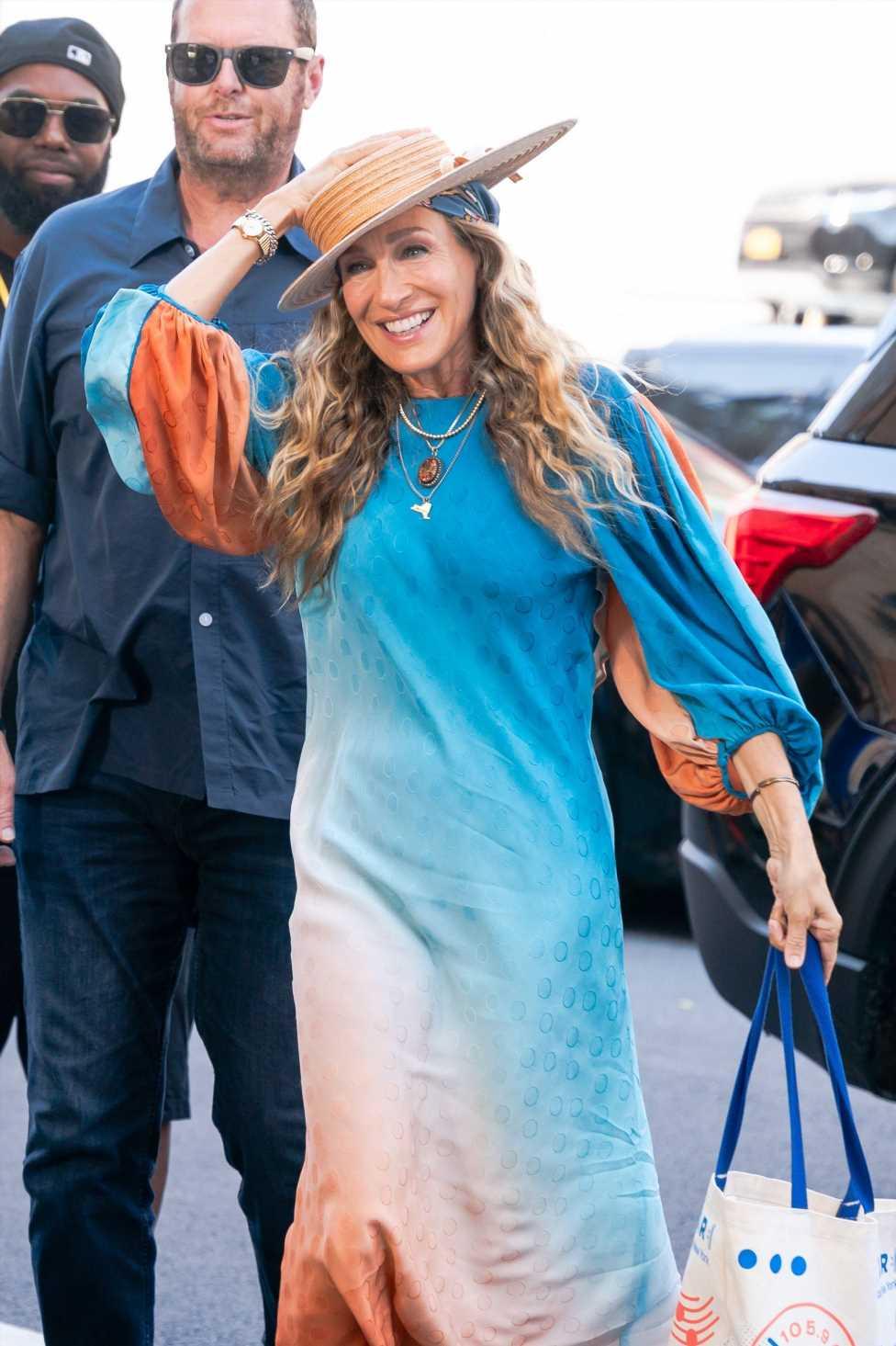 El vestido más colorista de Sarah Jessica Parker en el rodaje de 'And Just Like That…'