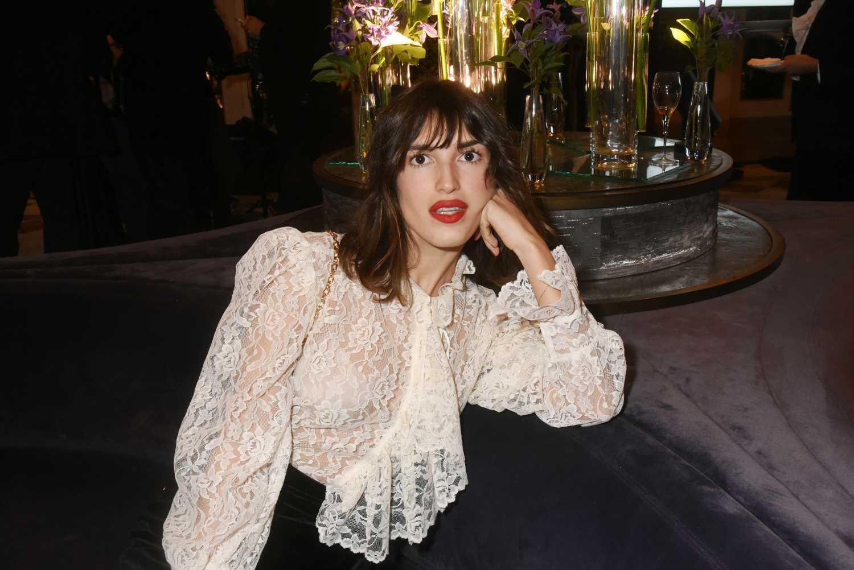 Jeanne Damas y el vestido parisino perfecto para la vuelta al trabajo