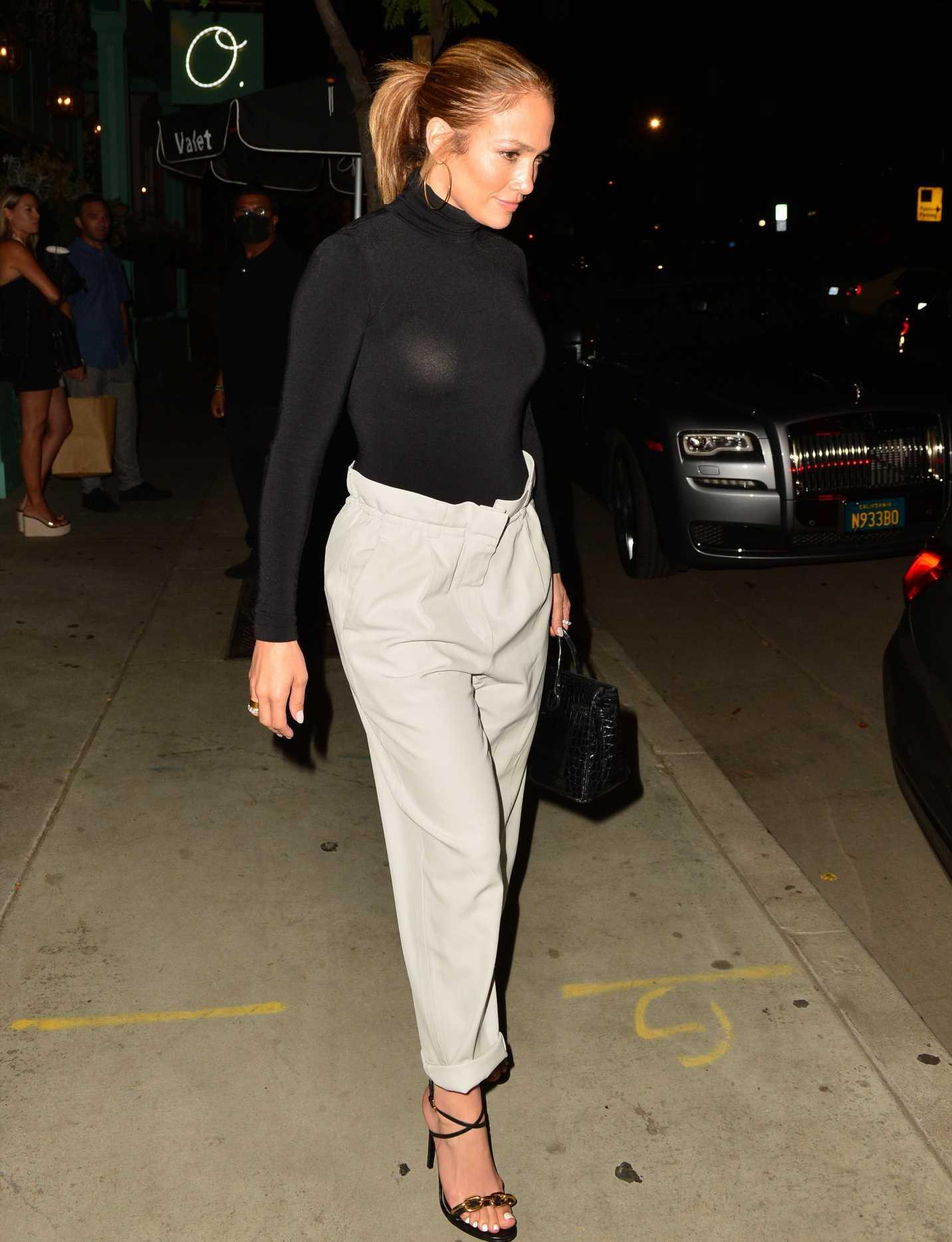 Jennifer López y los pantalones que favorecen a todas las tallas