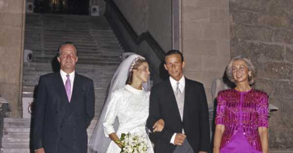 32 años de la boda de Rosario Nadal y Kyril de Bulgaria: recordamos el vestido de novia, la tiara de su suegro y los 'looks' de la reina Sofía e infantas