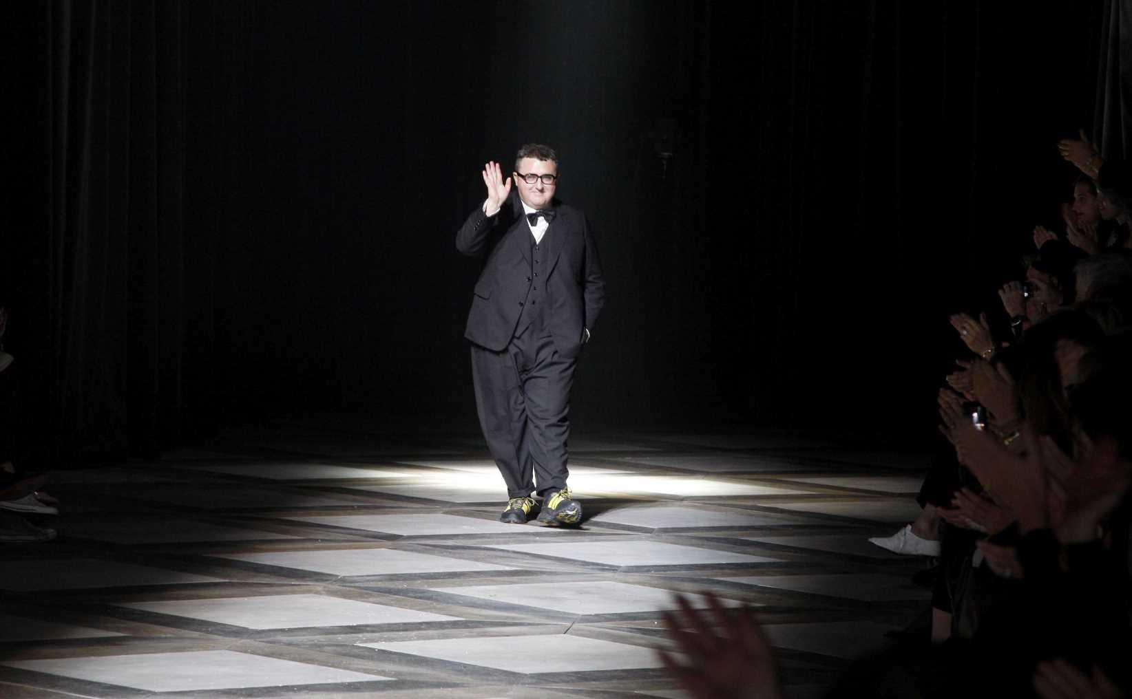 Así será el homenaje a Alber Elbaz en París con 44 diseñadores