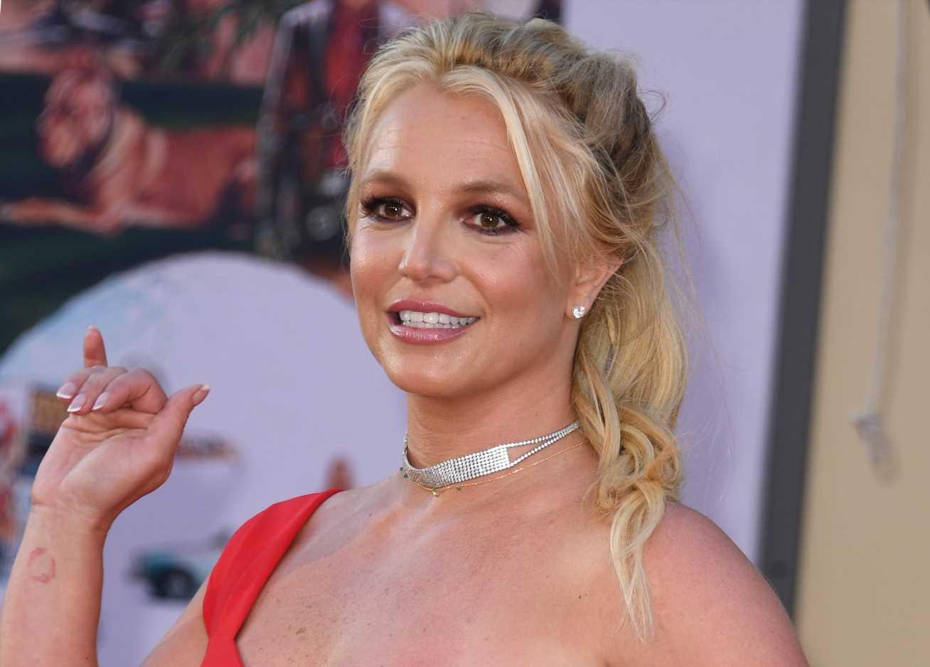 Britney Spears sorprende anunciando su compromiso con Sam Asghari